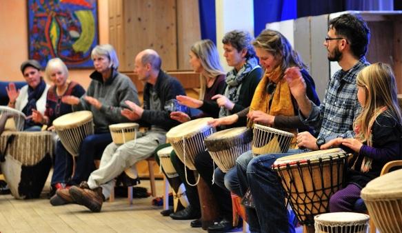 Lærerkollegium på trommer 2012 - Steinerskolen på Hedemarken