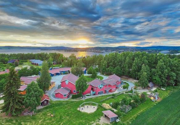 Dronebilde Steinerskolen på Hedemarken-Kim Rognmo